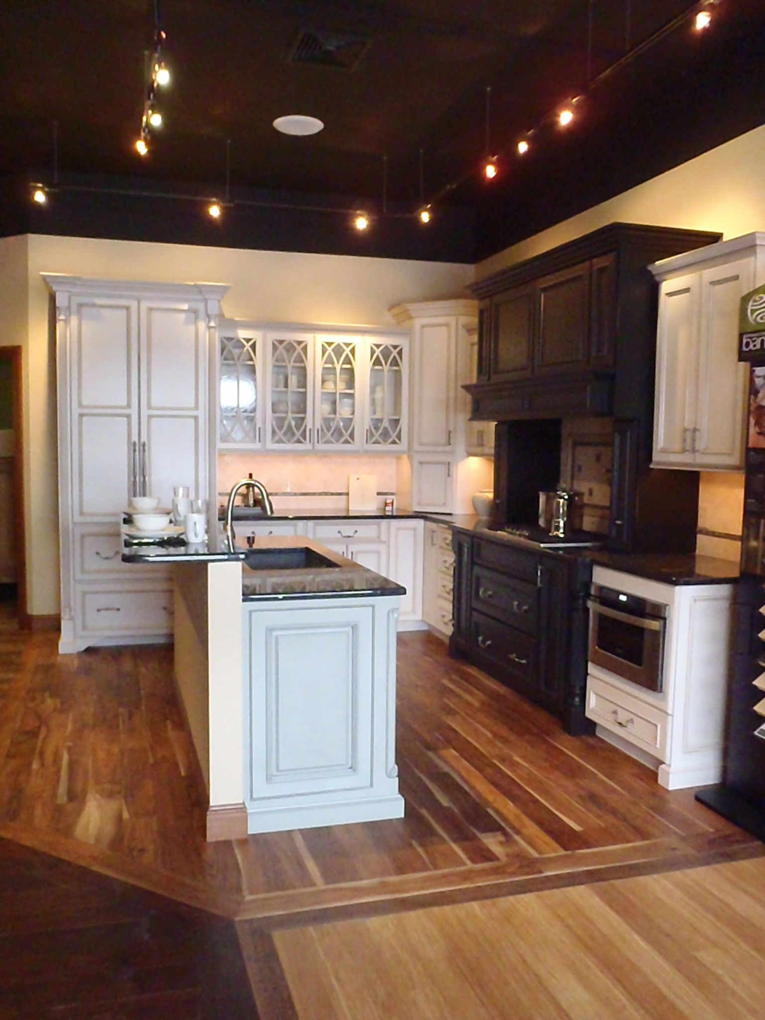 Best Showroom Design Painted Cabinets Island Design Your 640 x 480