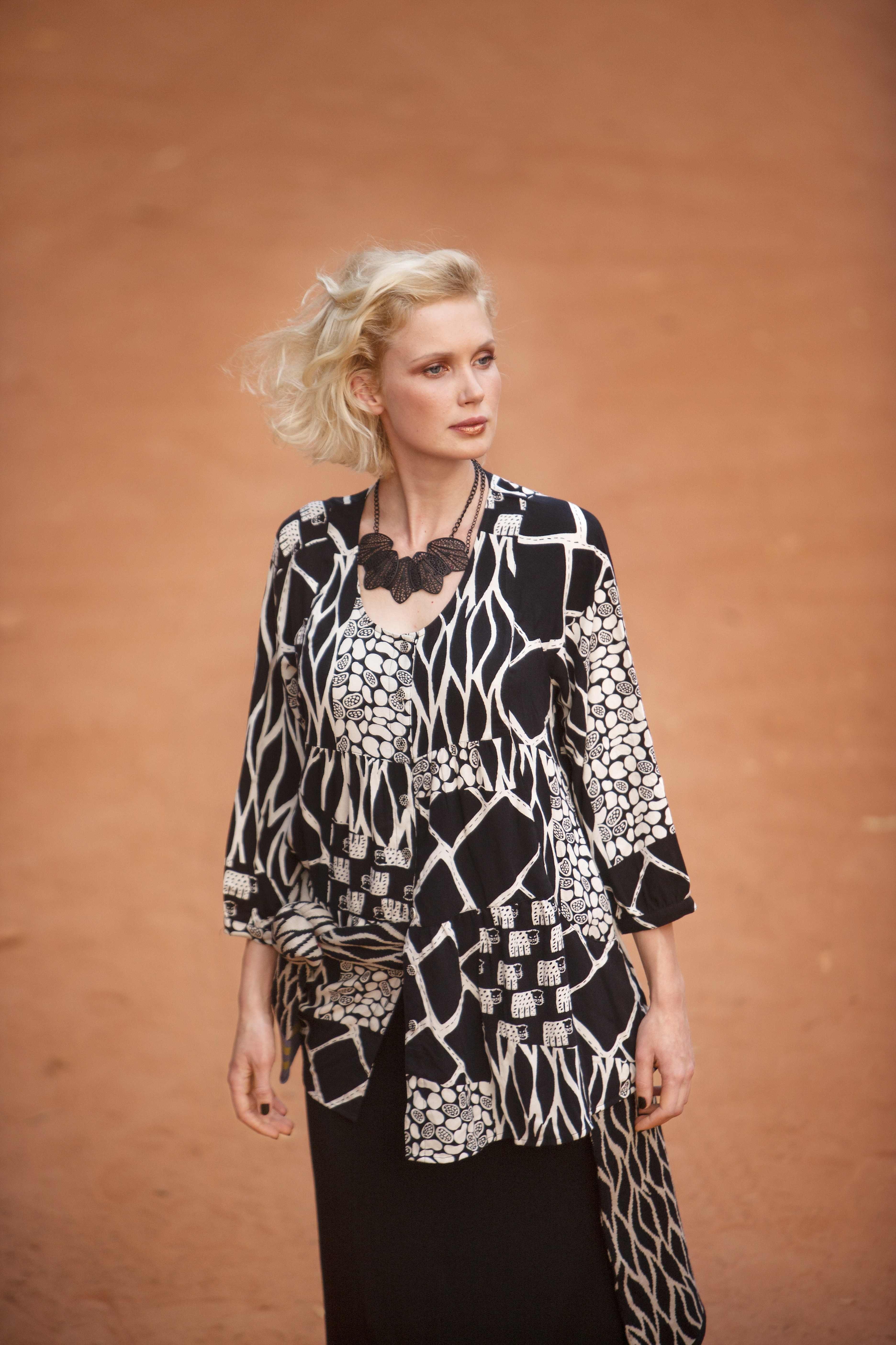 75516739151035 Gudrun Sjödéns Herbstkollektion 2014 - Auf dem Künstlerkittel Burkina geben  sich alle Dschungeltiere ein Stelldichein.