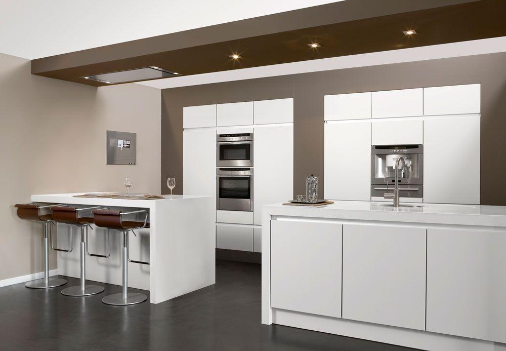 Greeploze Design Keukens : Strakke design keuken met greeploze kasten en dubbel eiland type