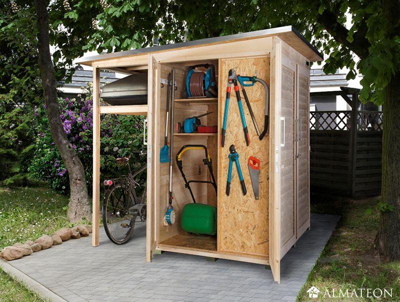 Un espace de rangement spacieux en bois brut ! Ce petit espace de rangement est en fait un abri ...