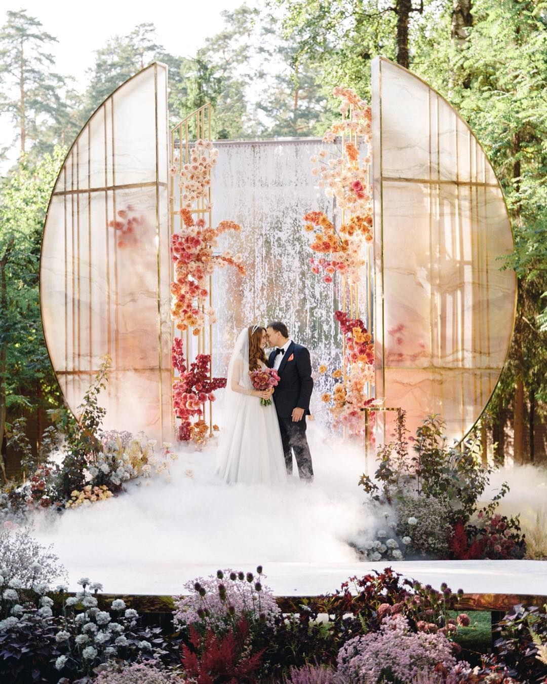 100 Awesome Wedding Decor Ideas For Outdoor Wedding Venues Wedding Decoration Reception Wedding D Outdoor Wedding Storybook Wedding Outdoor Wedding Venues