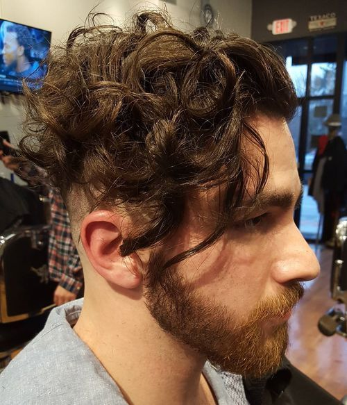 Curly Undercut Hairstyle For Men Men S Curly Hairstyles Curly Hair Men Curly Hair Styles