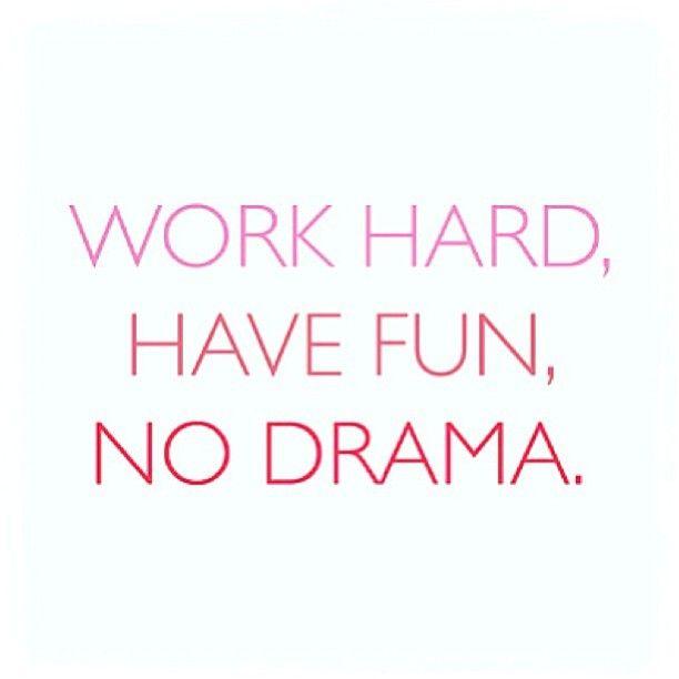 Trabaja duro, diviértete, no hay drama. Piensa positivo