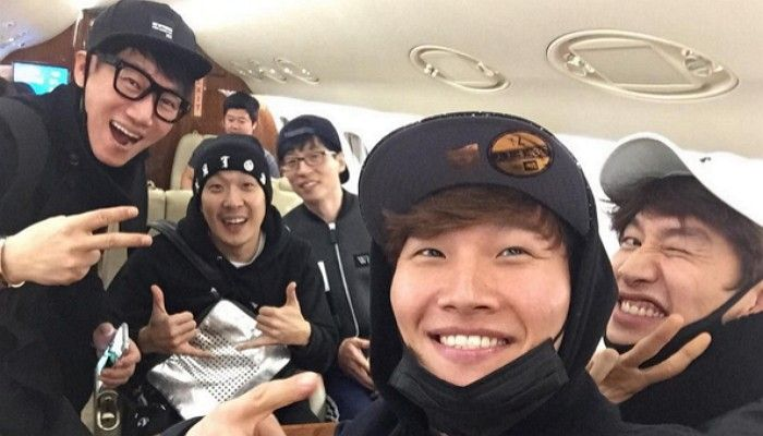 "Kim Jong-kook Shares Photo From Inside Private Plane With ""Running Man"" Crew"