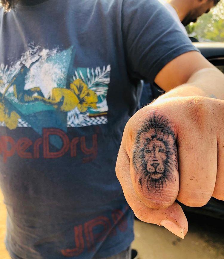 #liontattoo #fingerliontattoo #fingertattoo #tinytattoo #lion #inkedguys #nofilter #inked #finger #instainked #forguys #instagramtattoos #femaletattooartist #hi #firstjanuary #2019 #worklife #lifeofatattooartist #ranchi #jharkhand #mumbai #pune   Artist: @tatouage__dv