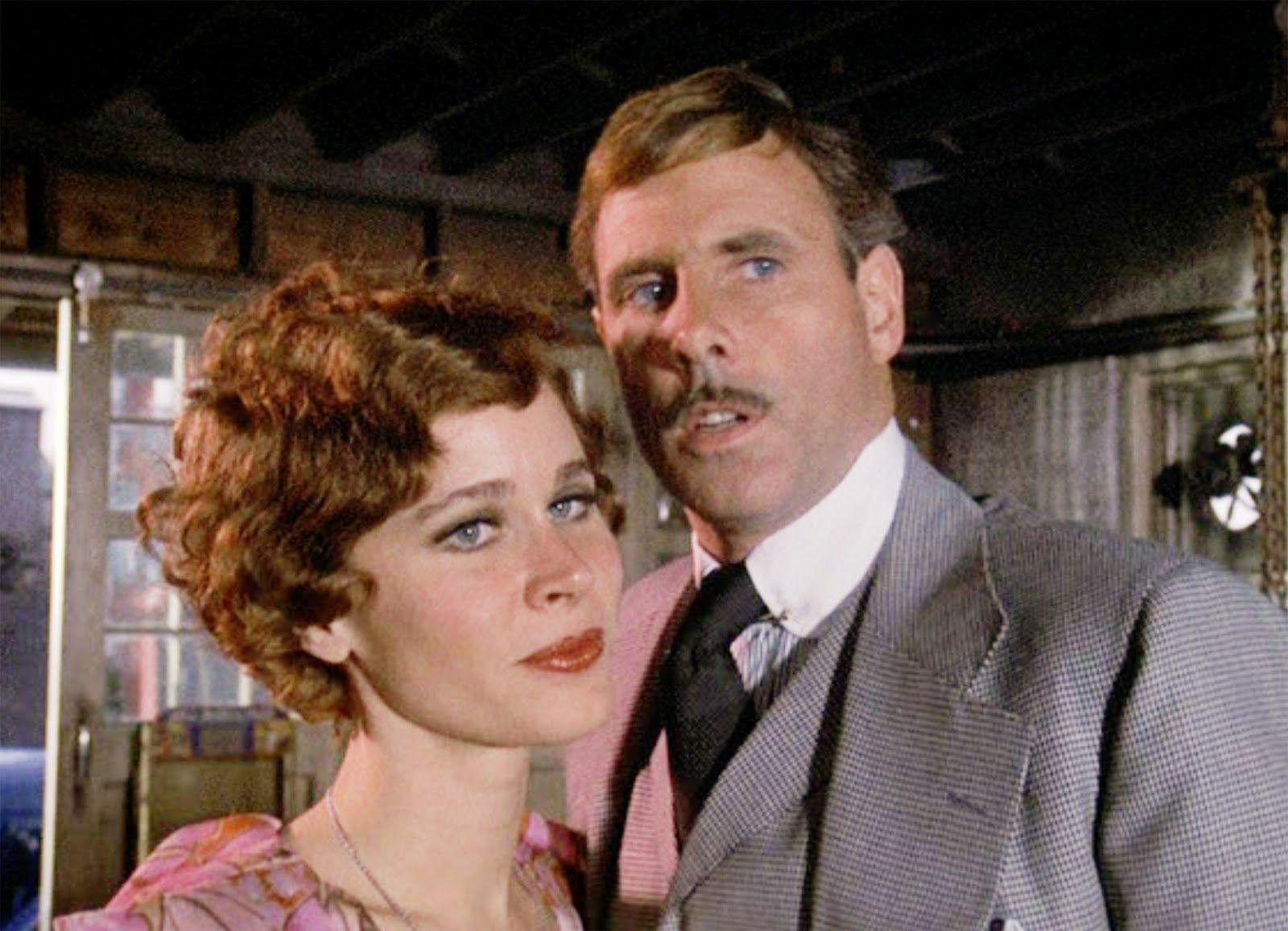 divorced parents college essay Tom Buchanan in the Great Gatsby