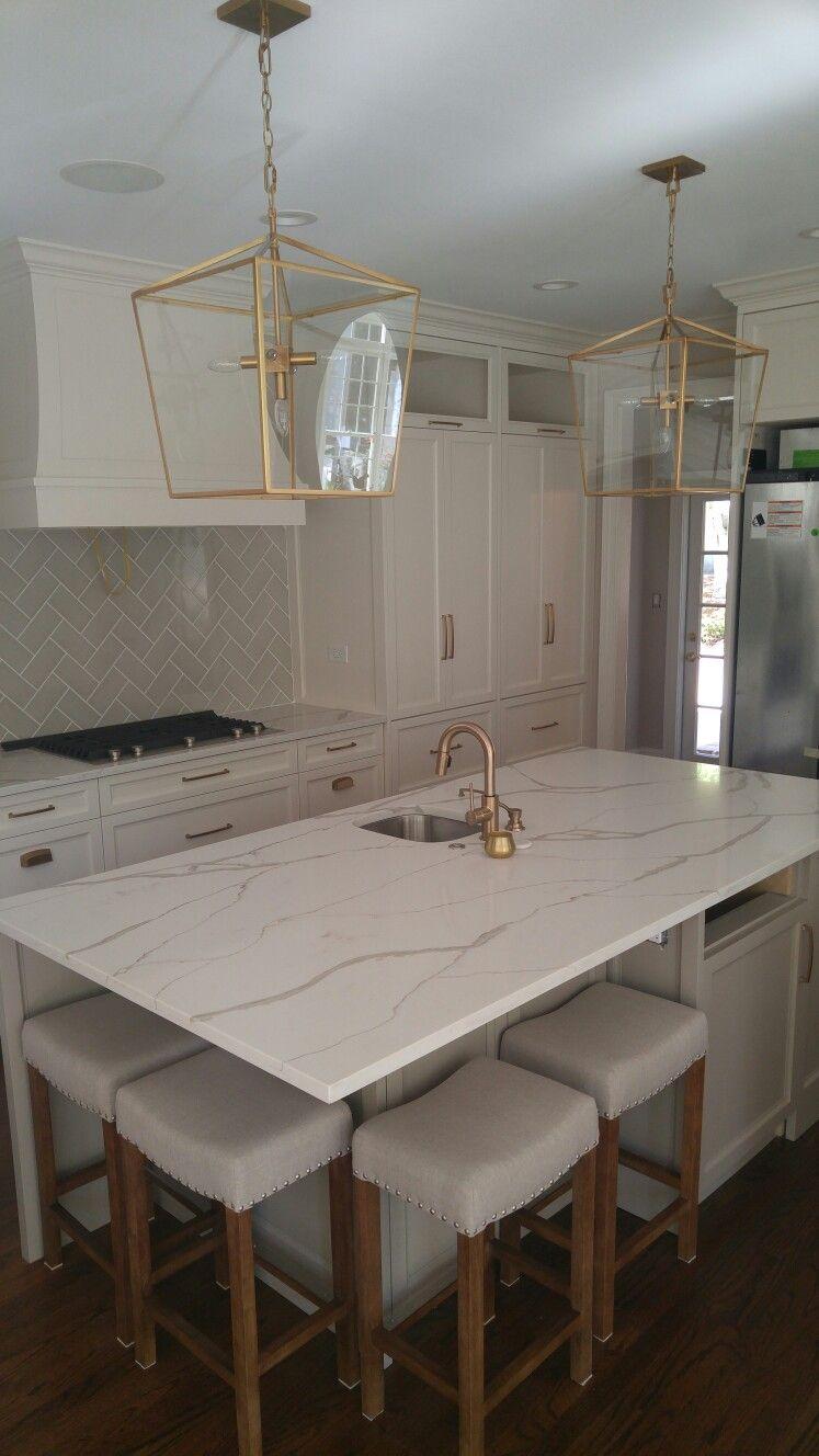 quartz counter tops polarstone calcatta kitchens in 2019 quartz rh pinterest com