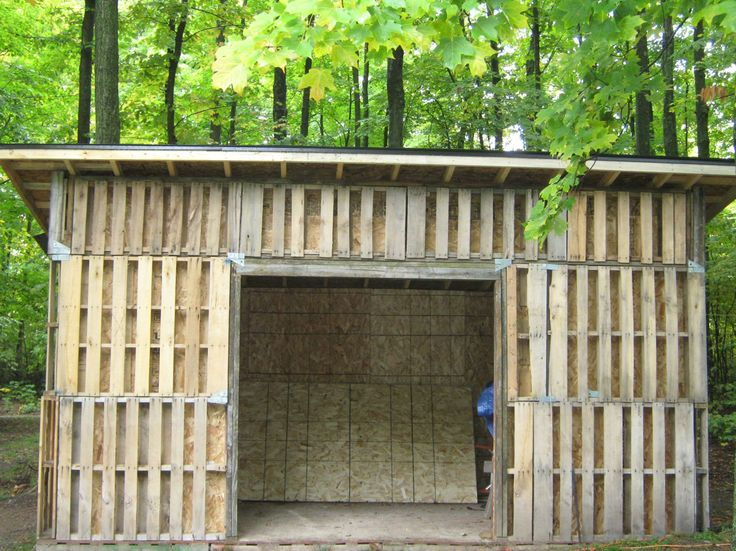 Horse shelters made out of pallets pallet shed building for How to build a house out of wood pallets