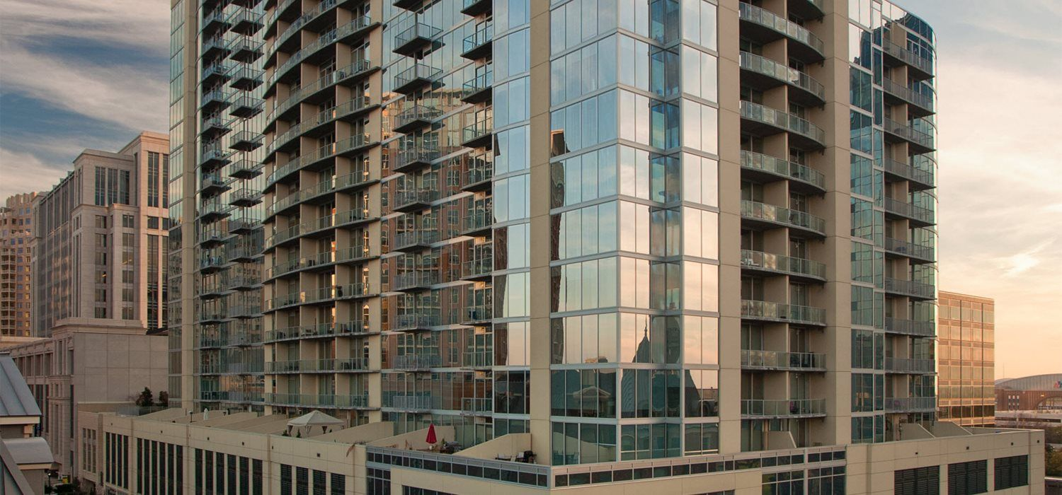 This High Rise Just Went Up In Downtown Dallas Dallas Downtown Apartments Frisco Plano Uptown Locators Dallas Apartment Downtown Dallas Apartment