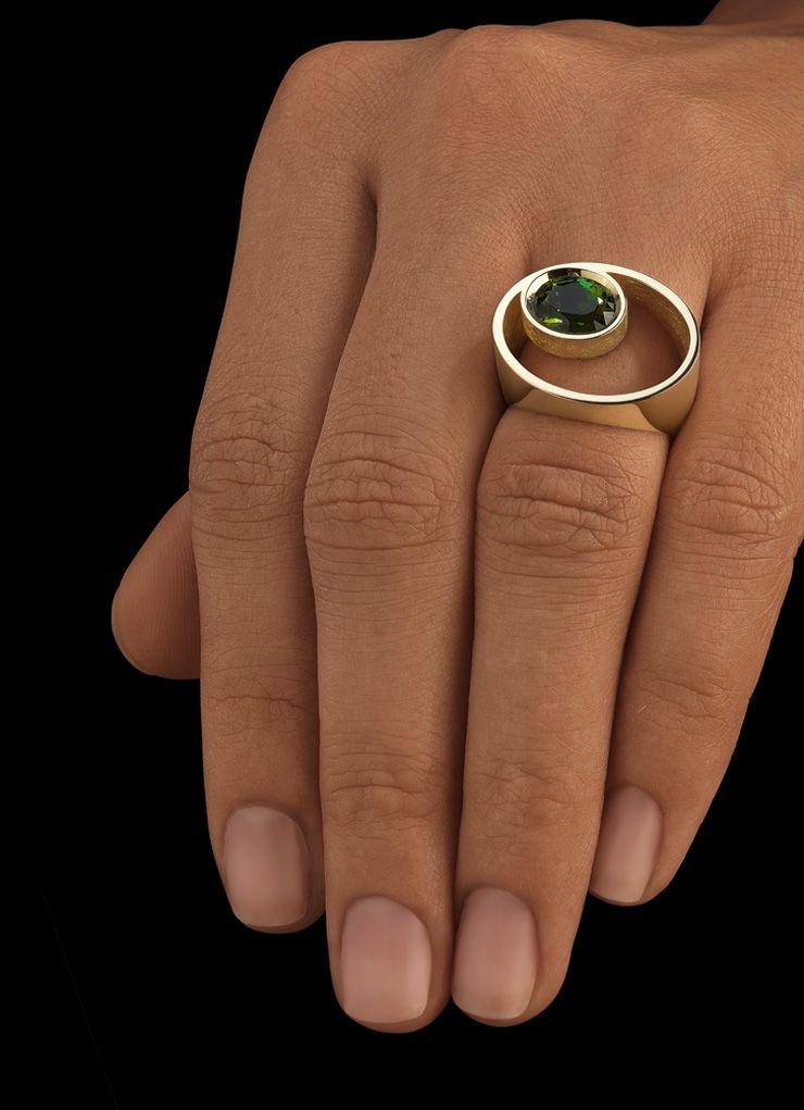 Ring aus Gelbgold besetzt mit einem Edelstein im Brillantschliff oder Ovalschliff Ring Citrin