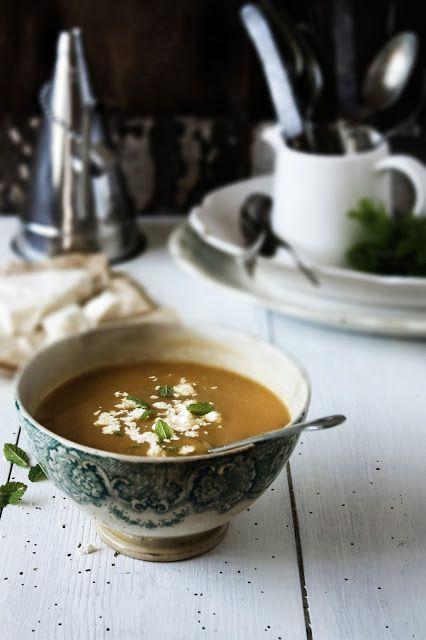 Pratos e Travessas: Sopa de ervilhas de quebrar com feta e hortelã # Snow peas soup with mint and feta cheese   Food, photography and stories