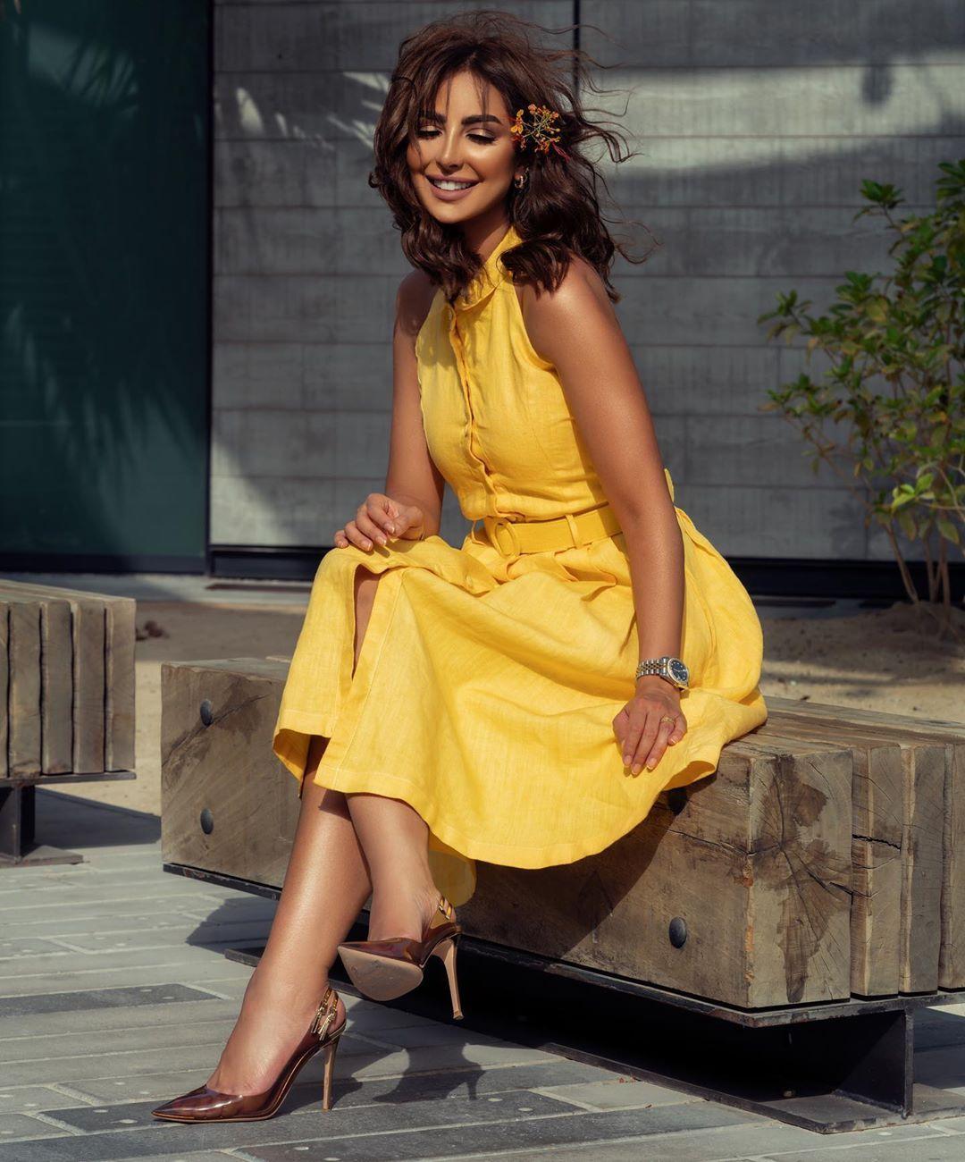 33 6k Likes 871 Comments نـور الـغندور Nour On Instagram ضحـكت يعنـي قلبـها مـال Fashion Fashion Design High Low Dress