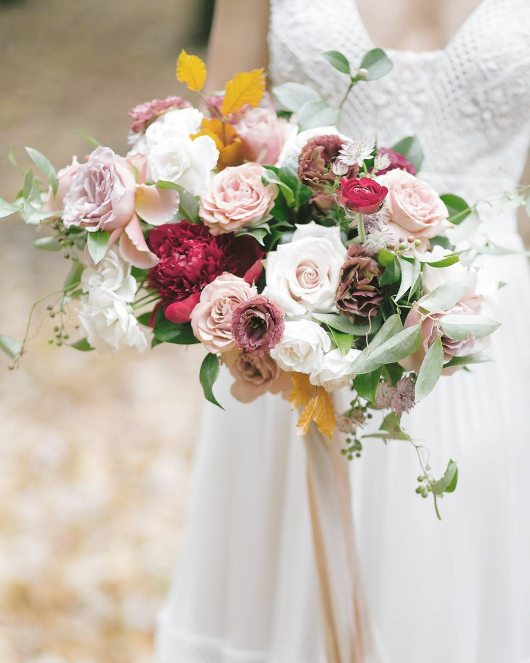 Beautiful Autumn-inspired bridal bouquet by Gavita Flora