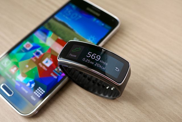 watches fit gear neo on review hands and mwc galaxy samsung