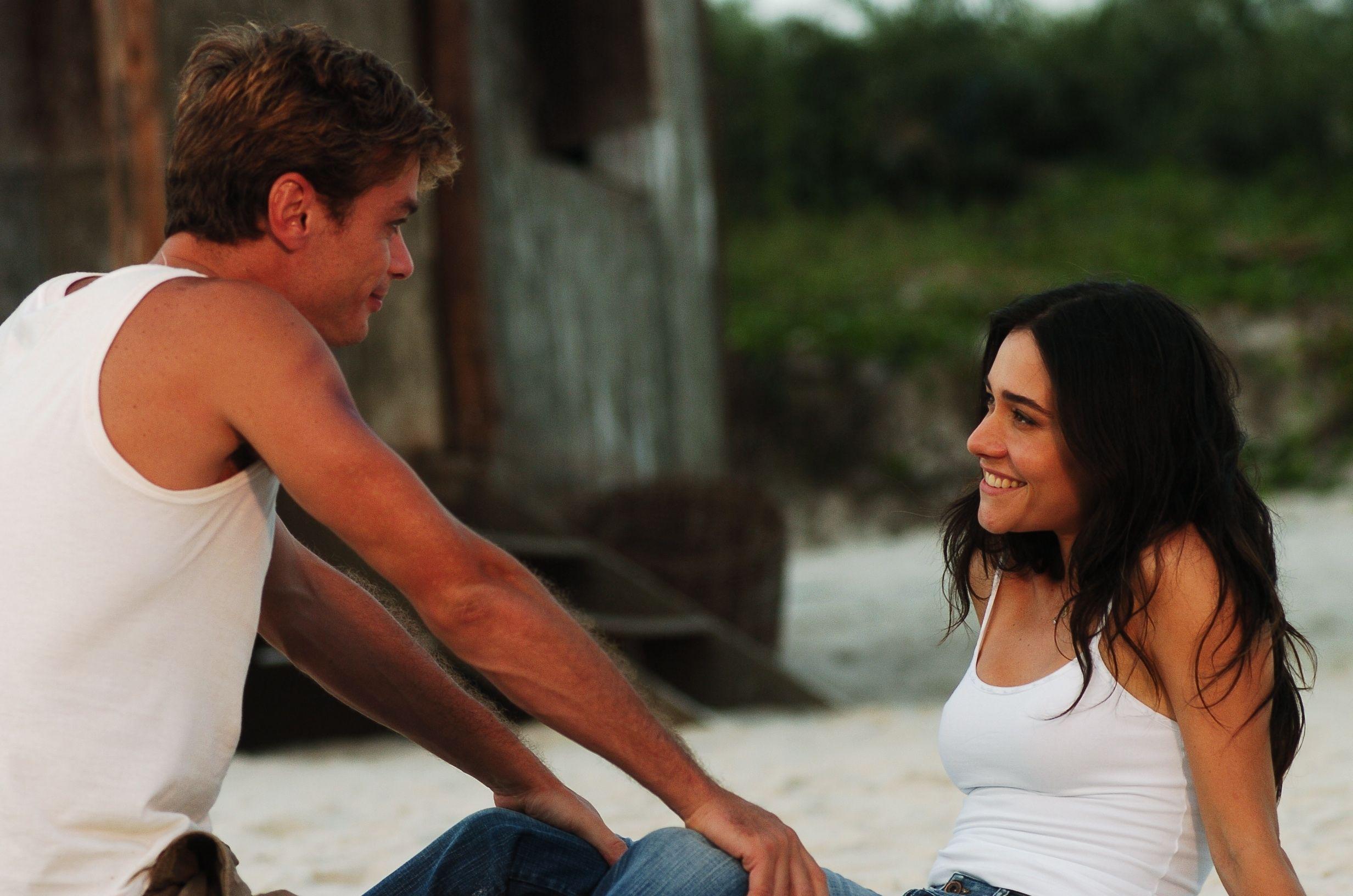 """""""Amar não é olhar um para o outro, é olhar juntos na mesma direcção."""" (Antoine de Saint-Exupéry)"""