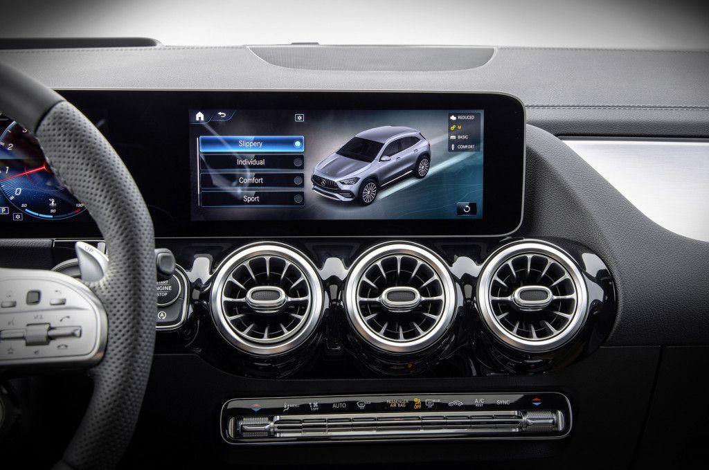 2021 Mercedes Benz Gla Introduces Handsome Redesign In 2020 Mercedes Benz Gla Mercedes Benz Mercedes
