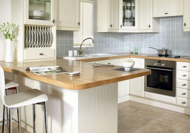 Beech worktop, white cupboards and coloured tiles Kitchen ideas - kleine küchenzeile mit elektrogeräten