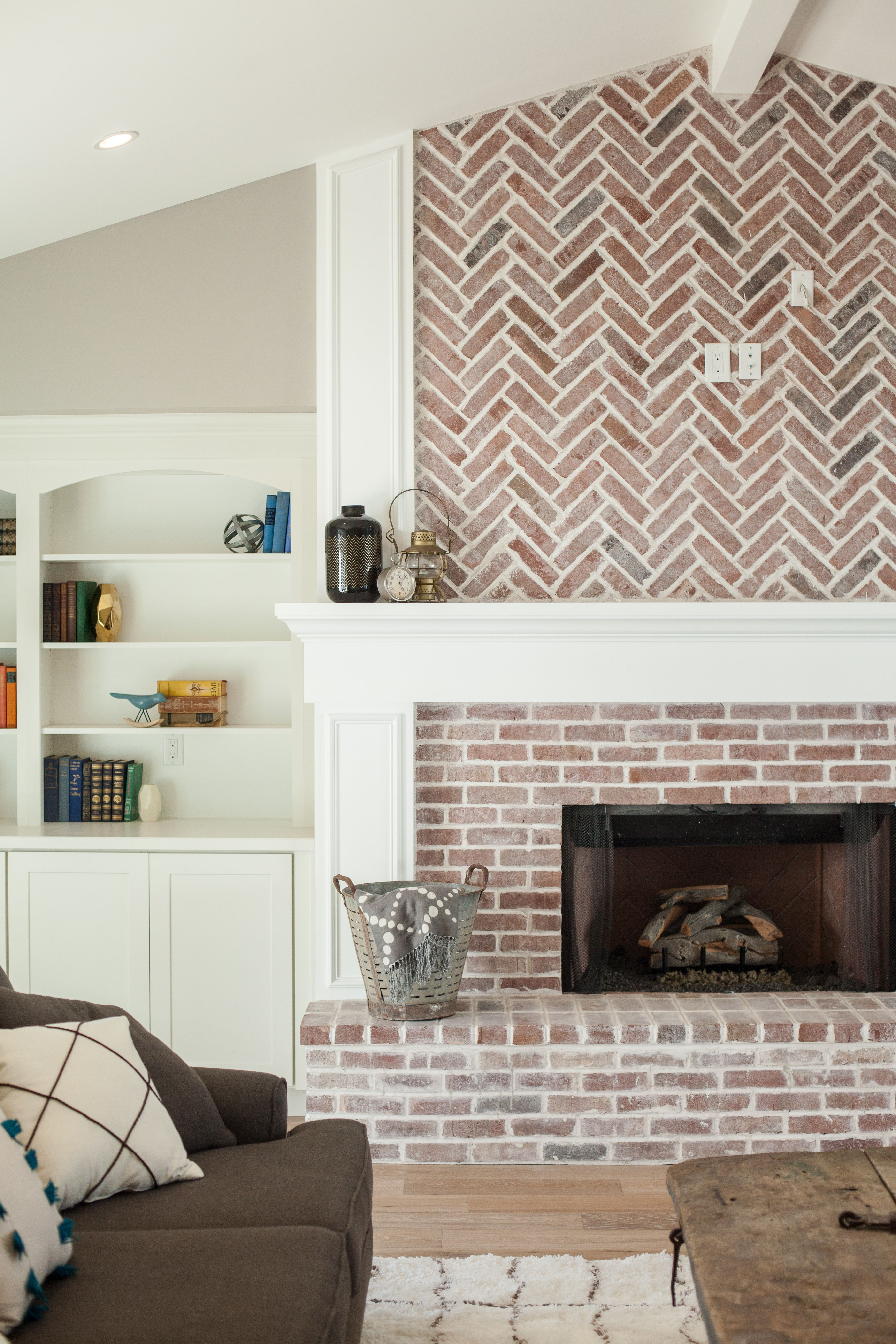 Fireplace With Herringbone Pattern Brick Work And Built In  # Meubles Tv Brick Avec Foyer