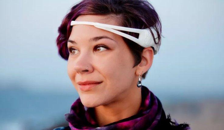 Este increíble sistema basado en un EEG y un móvil permite traducir el pensamiento en habla. 12/05/16