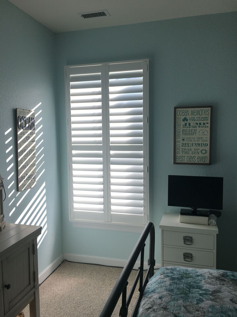 Plantation Shutter Single Window Eclipse 3 1 2 Inch Louver Clearview Tilt L Frame Outside Mounted