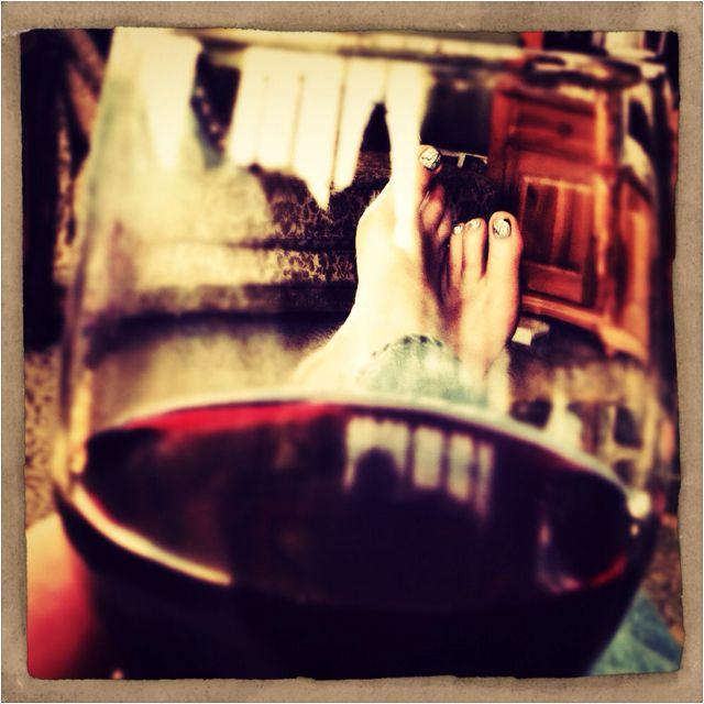 Bare feet, wine, relaxing... Yep, that's my style..