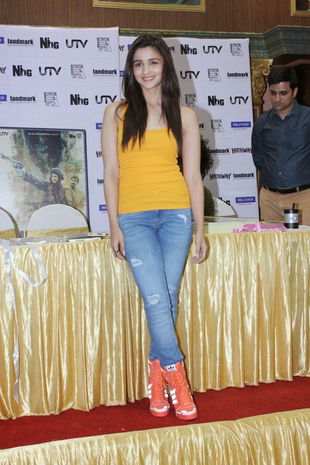 Alia Bhatt looks fabulous in Denim Jeans and Yellow Top | alia...cutiee pie...