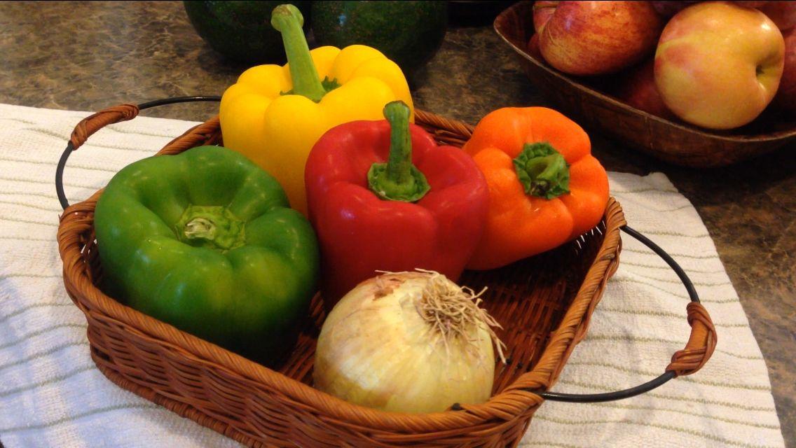 Cebolla y ajíces de variados colores
