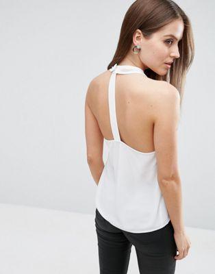 Top con cuello halter cruzado y detalle en la espalda de ASOS at asos.com