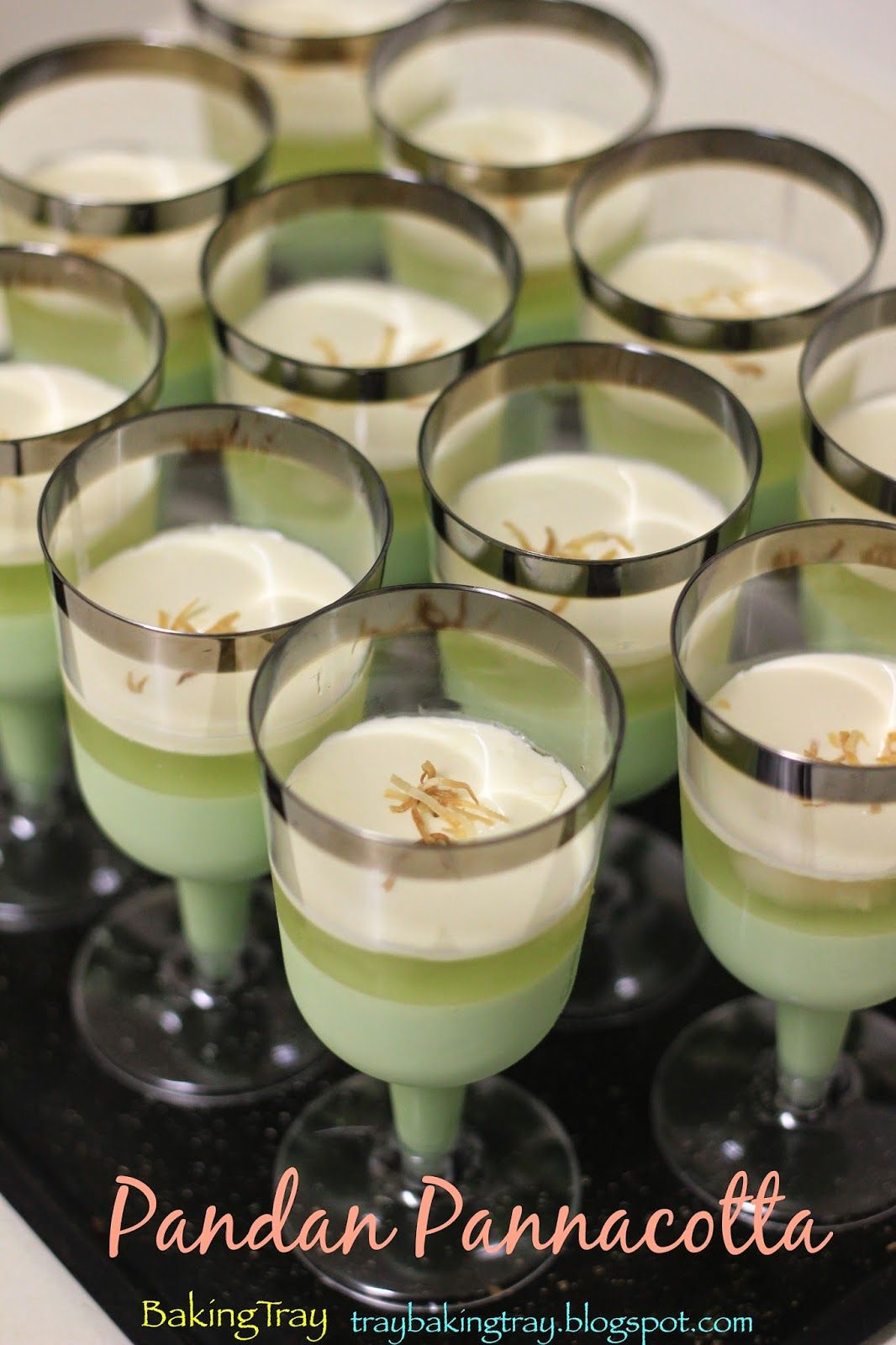 Pretty Pandan Pannacotta Coconut Desserts Recipes With Coconut Cream Asian Desserts