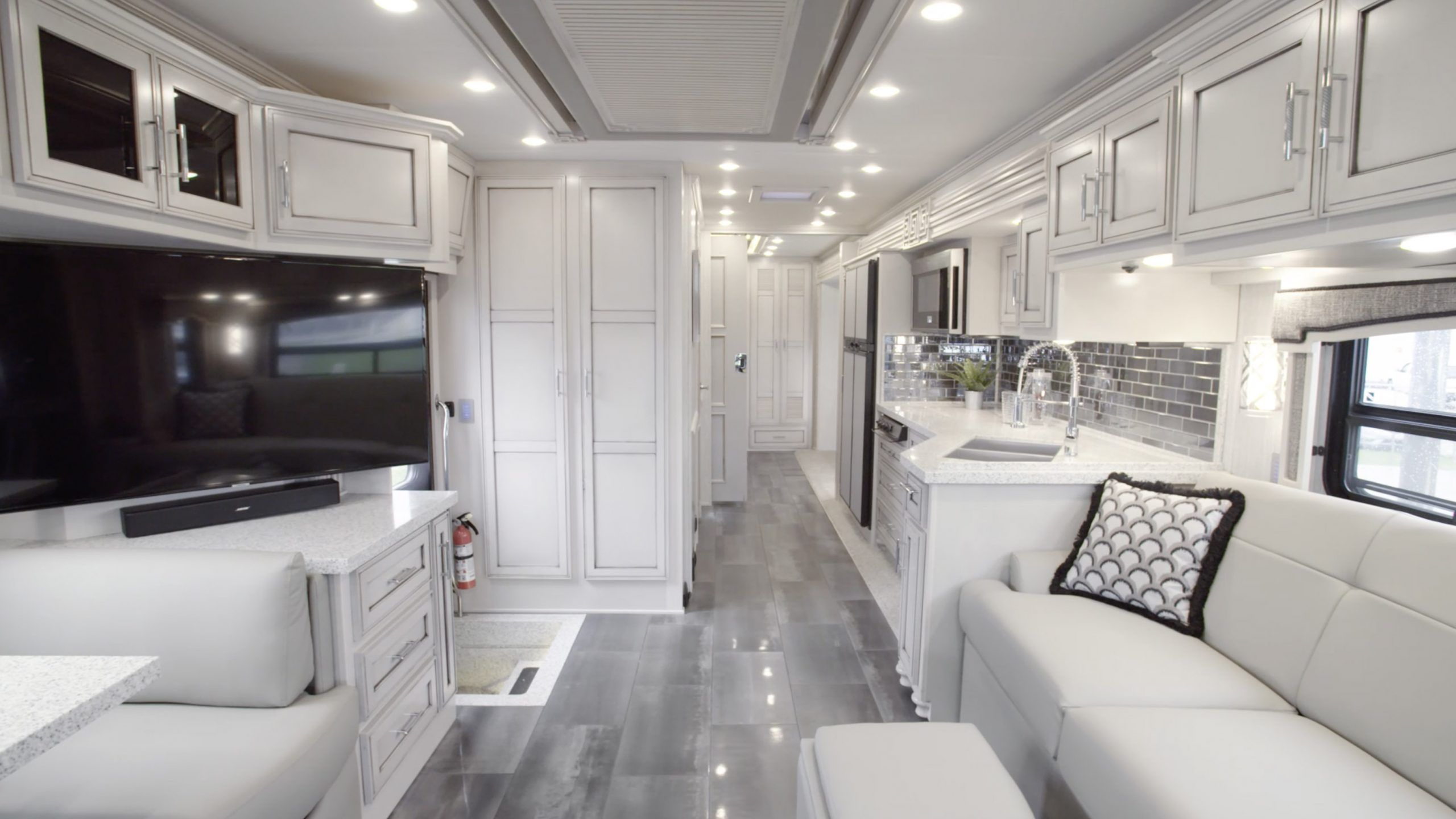 Pin by Jackie Williams on RVs in 2020 Super c rv, Luxury