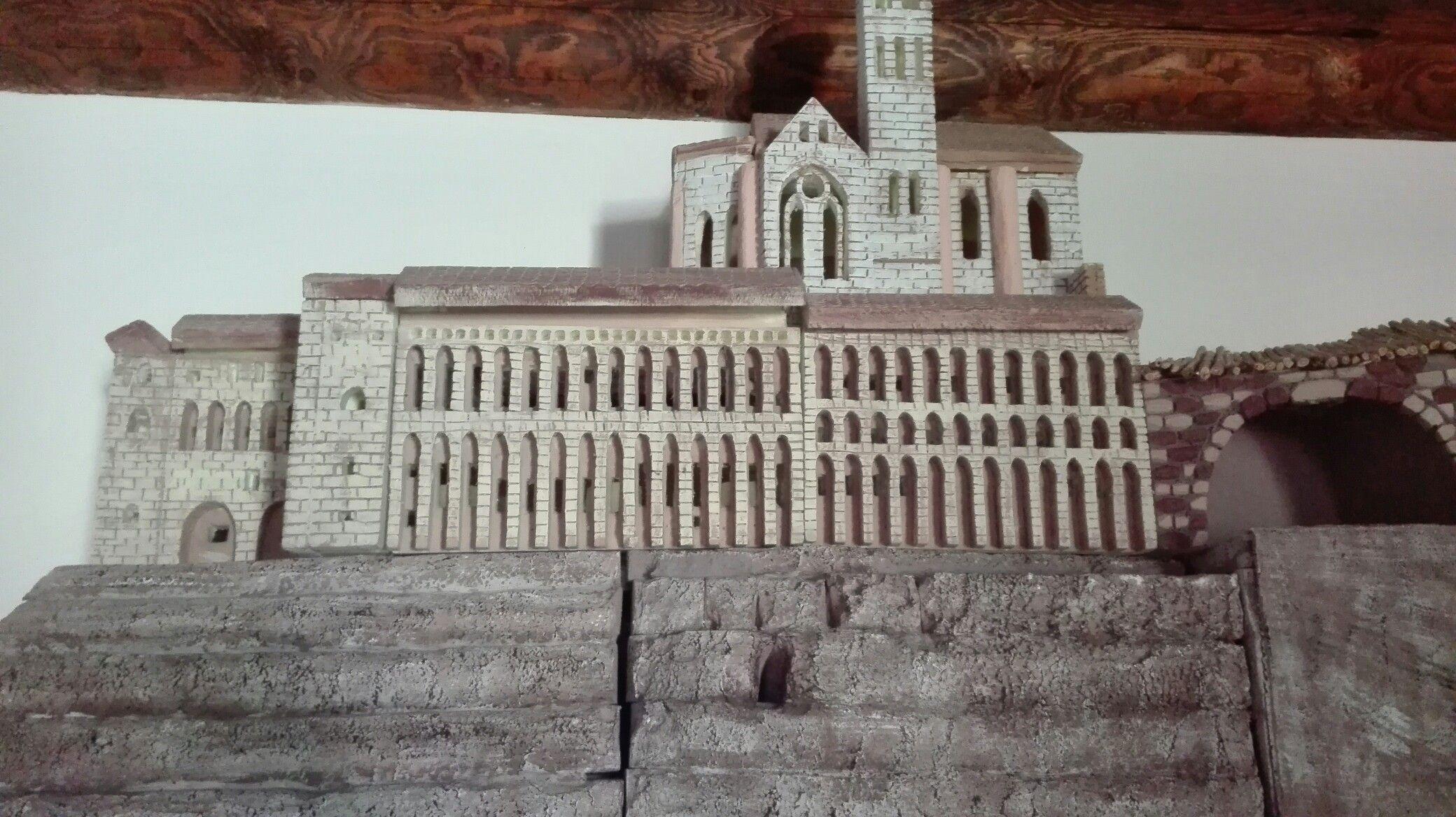 Presepe Francescano riproducente Basilica superiore Assisi in polistirolo