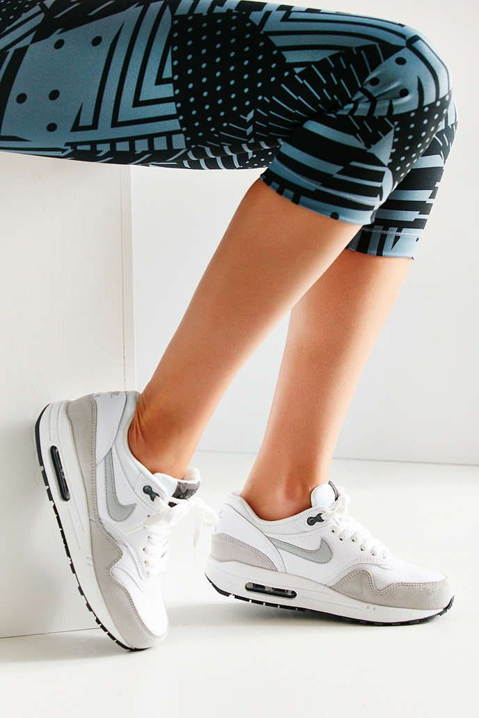 Nike Air Max 1 Urban Essential Sneaker Urban 1 Outfitters Nike Lyserød a68db6