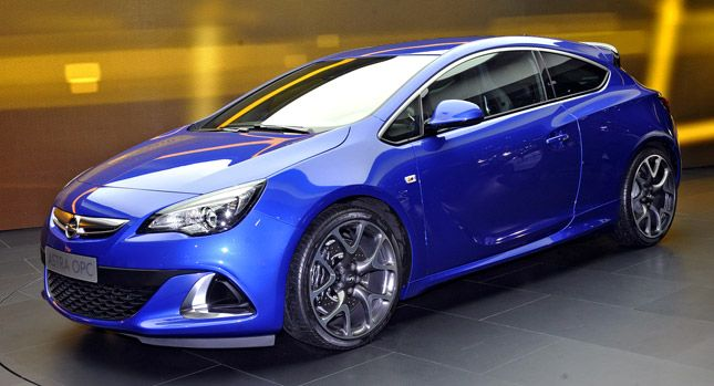 The Vauxhall Astra OPC, an old favourite amongst hot hatches buyers, offers a dynamic driving experience to match it's design. #VauxhallAstra #HotHatch