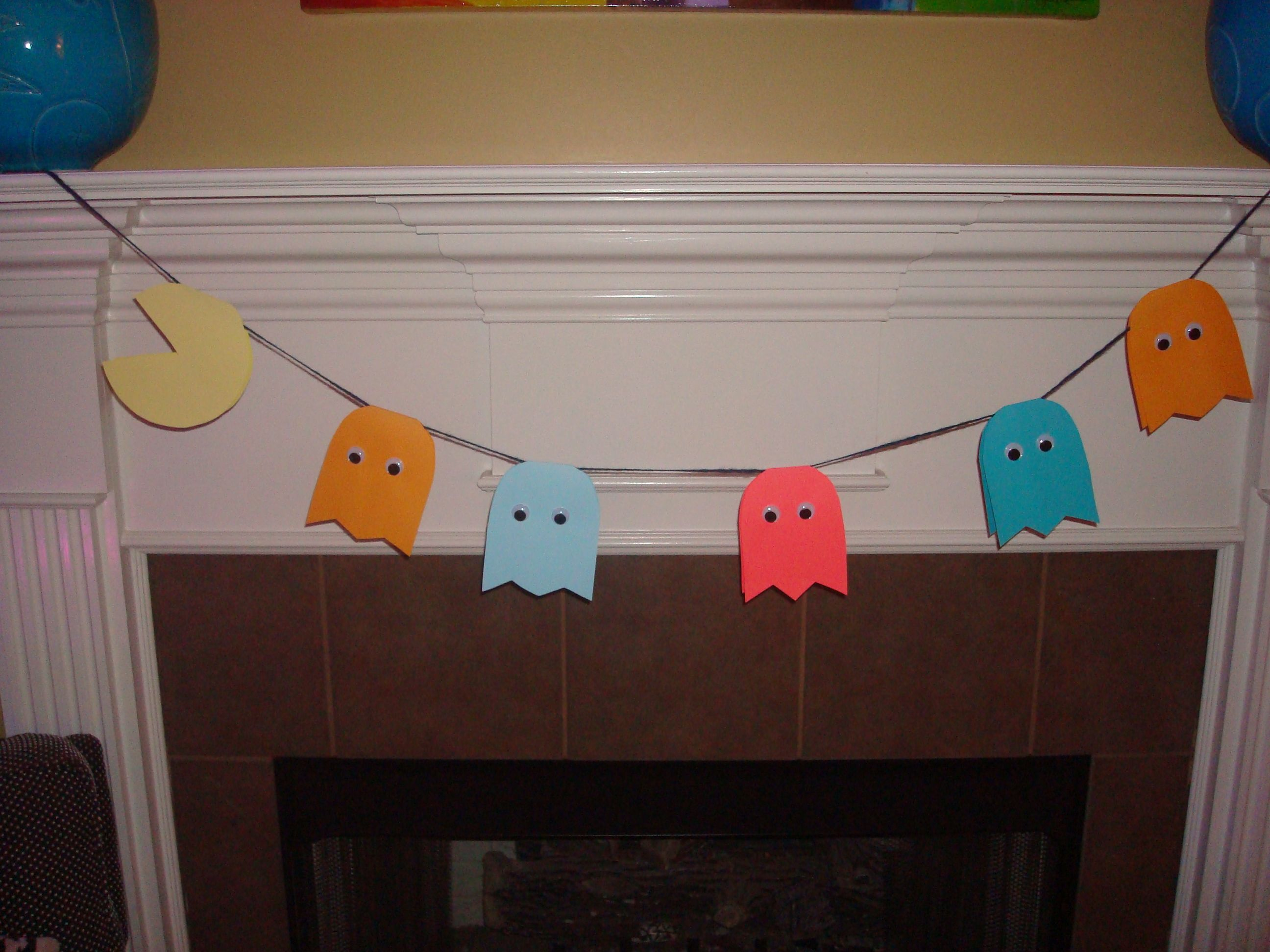Pac man decorations diy pac man and ghosts 80 s for 80s decoration ideas