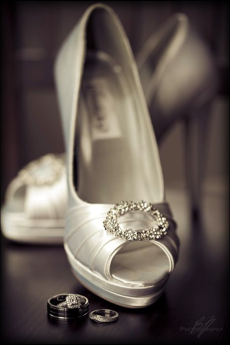Shoes and rings. Bh Photography