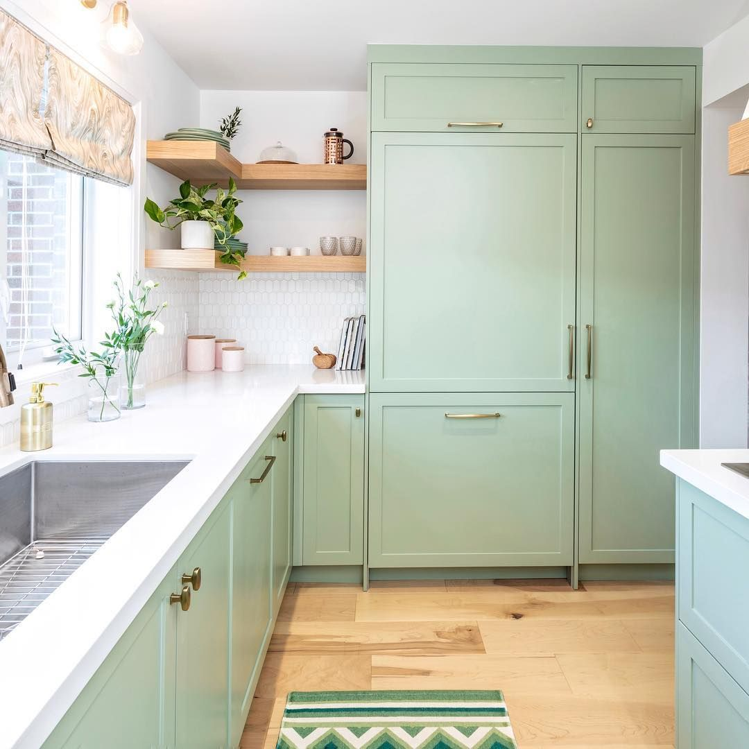 Green With Envy Over This Kitchen From Last Night S Episode Of Savemyreno What Do Green Kitchen Cabinets Kitchen Cabinet Design Kitchen Inspiration Design