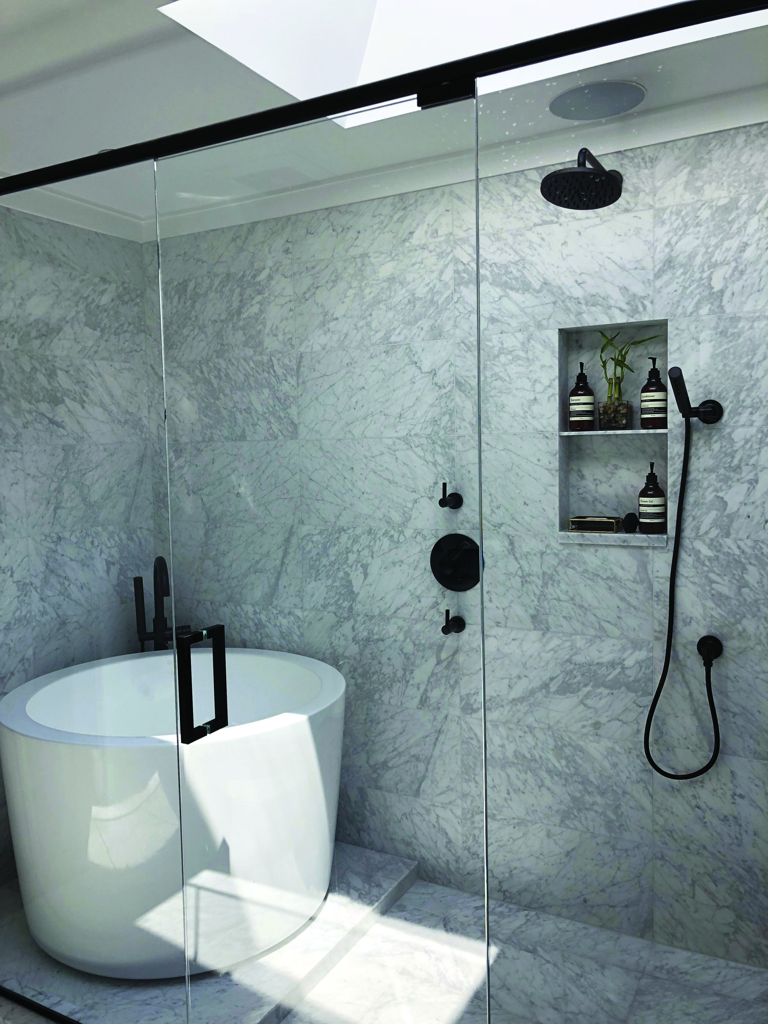 Beautiful Best 5 Foot Soaker Tub To Inspire You Bathroom Tub Shower Combo Bathroom Tub Shower Soaking Tub Shower Combo