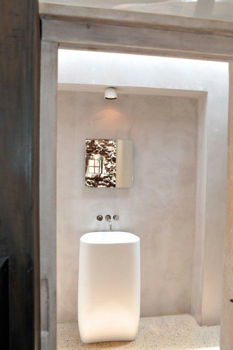 mur en pierre apparente mobilier en bois et plafond en poutres de linspiration mditerranenne - Salle De Bain A La Chaux