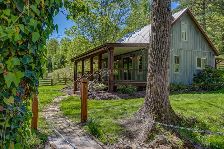 Nest A Pretty Little Cabin Rental In Franklin Tennessee Little Cabin Barn Style House Cabins In The Woods