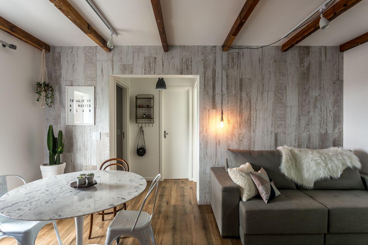 Apartamento pequeno inspirado no design escandinavo / Sala