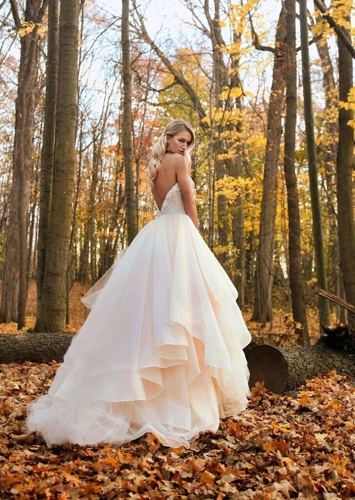 Gorgeous strapless tulle ball gown | 100 Wedding Dresses #weddinggown #ballgown #wedding #bridaldress #weddingdresses #weddingdress