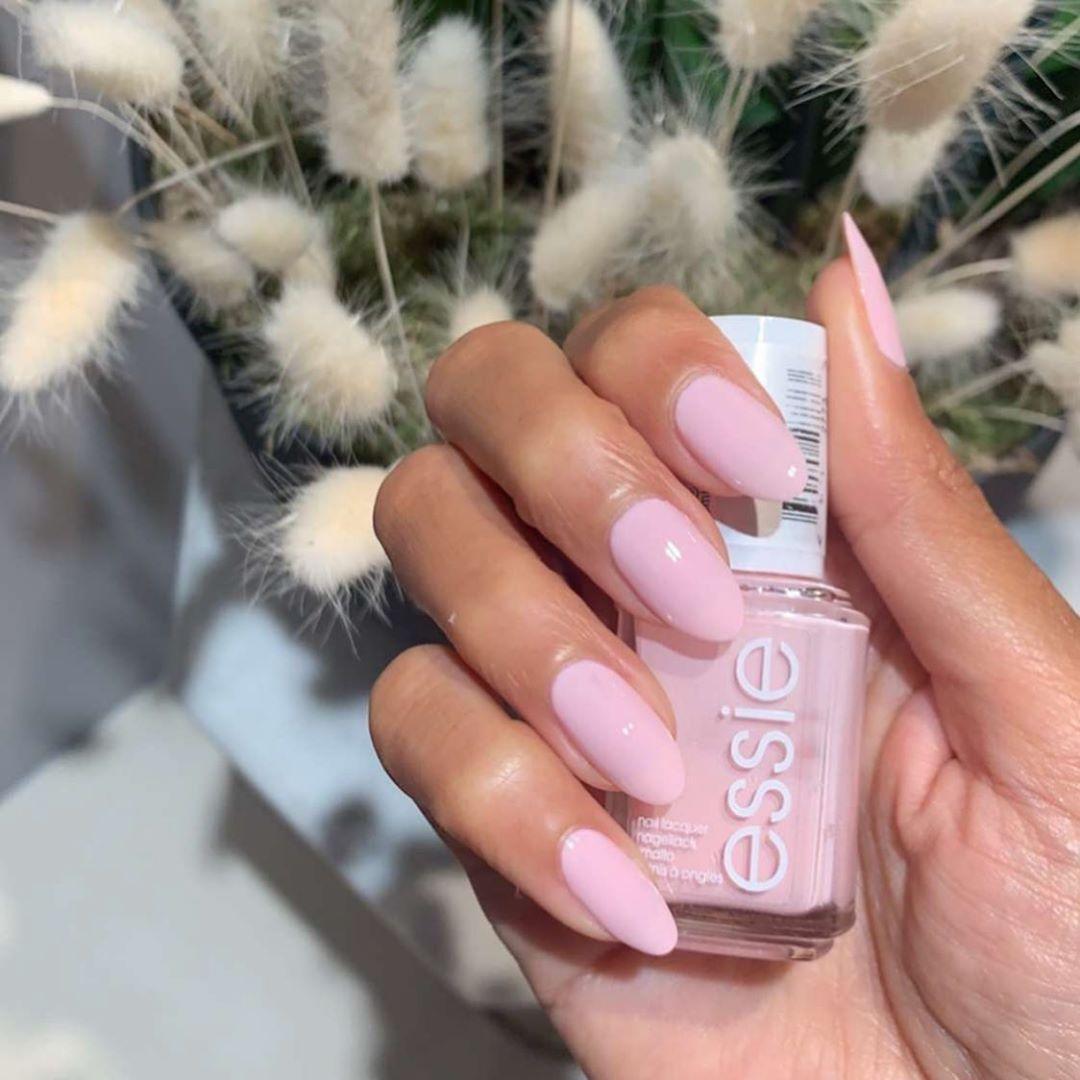 Snap Qatarilifestyle On Instagram Essie Romper Room Yay Or Nay مناكير ايسي اسم اللون Romper Room شرايكم Nail Polish Nails Fashion Nails
