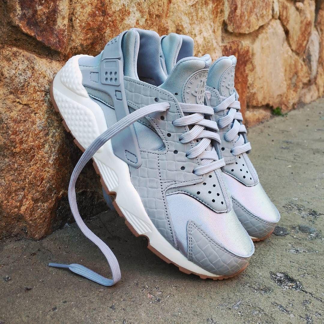 "Nike Air Huarache Wmns ""Wolf Grey"" Size Wmns - Price: 129 (Spain Envíos Gratis a Partir de 99) http://ift.tt/1iZuQ2v  #loversneakers#sneakerheads#sneakers#kicks#zapatillas#kicksonfire#kickstagram#sneakerfreaker#nicekicks#thesneakersbox #snkrfrkr#sneakercollector#shoeporn#igsneskercommunity#sneakernews#solecollector#wdywt#womft#sneakeraddict#kotd#smyfh#hypebeast #nikeair#huaraches #nike #huarache"