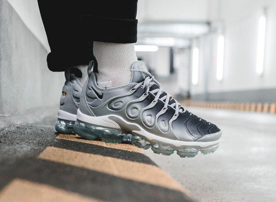 hot sale online 18043 9f5d6 basket-nike-vapormax-plus-vm-homme-dégradé-gris-on-feet ...