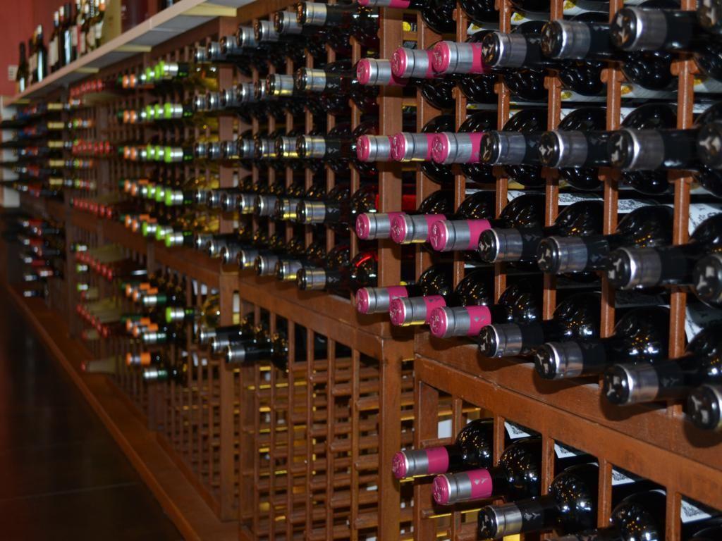 Imágenes de nuestra tienda en Rueda (Bodegas Yllera)