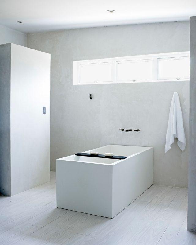 Badezimmer Gestaltung Ohne Fliesen Verputzte Wände Heller Holzdielenboden