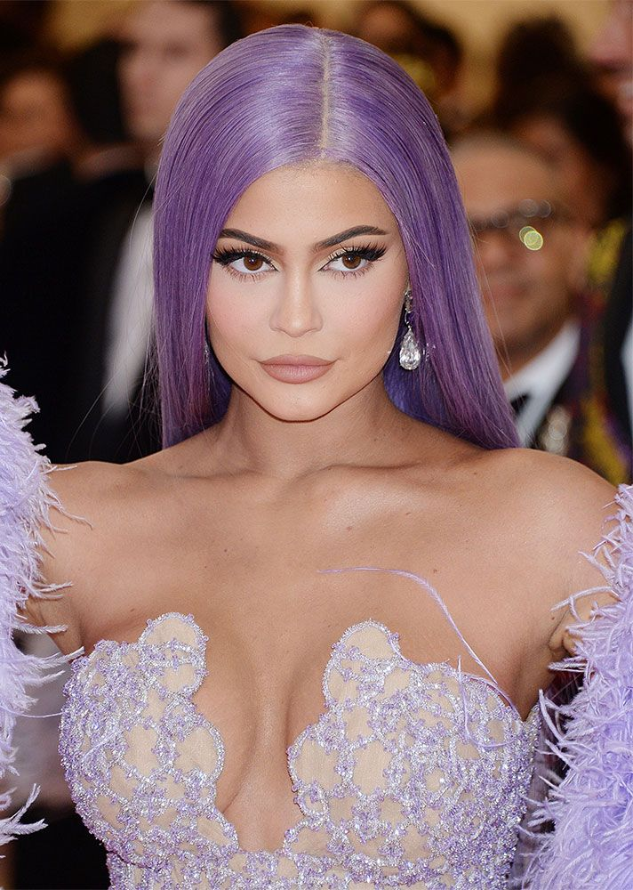 Behold The Can T Miss Met Gala Hair And Makeup Looks Kylie Jenner Met Gala Kylie Jenner Makeup Red Carpet Makeup
