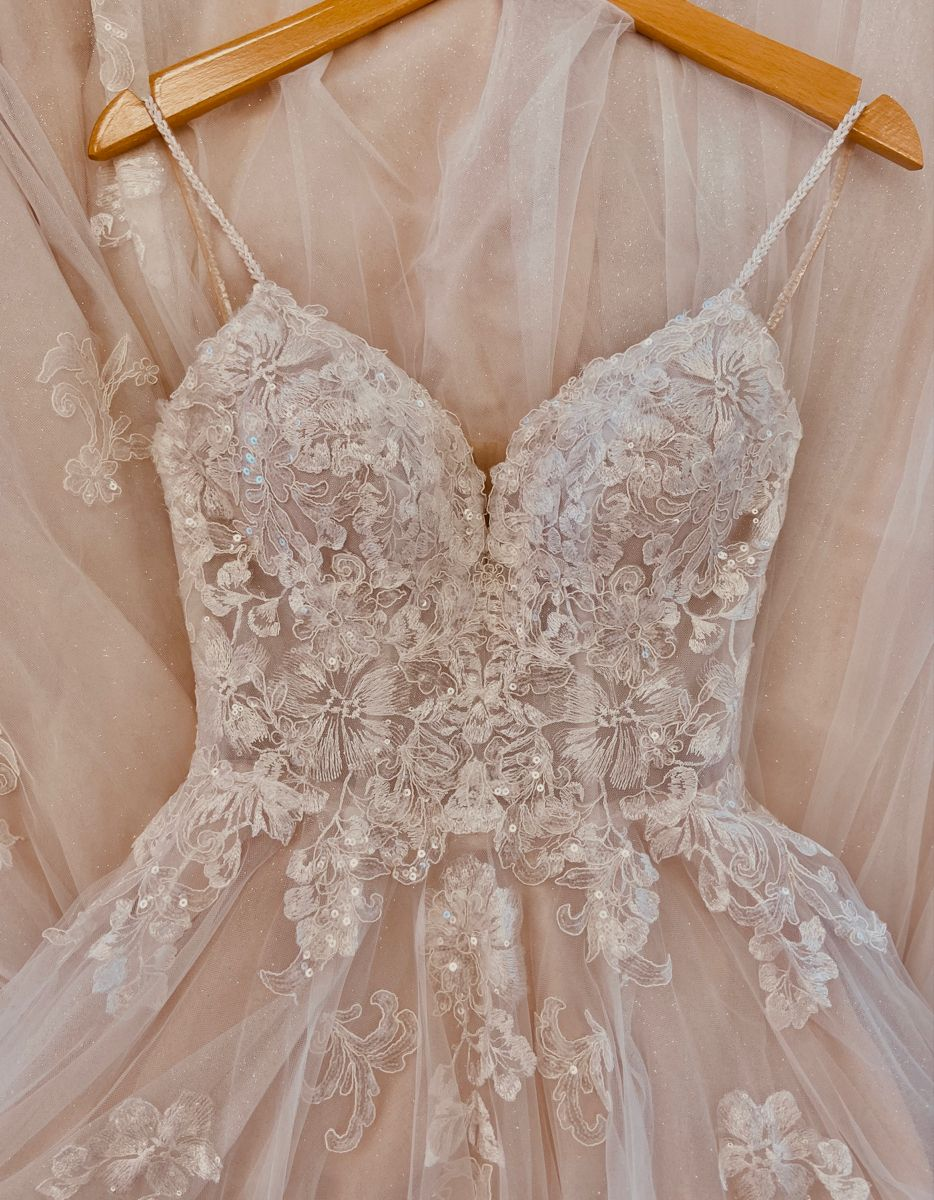 Pin Auf Prinzessinnen Brautkleid Brautkleid Mit Spitze