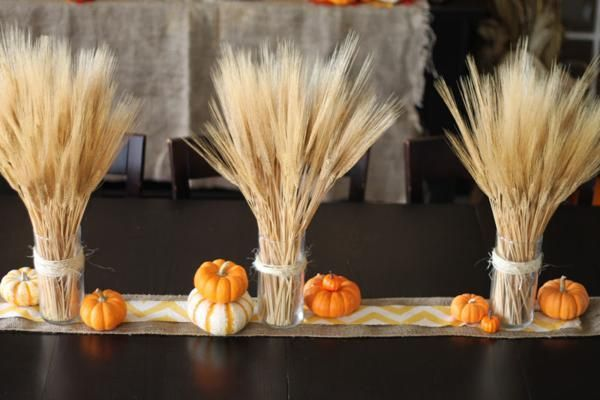 table decoration idea for thanksgiving, pumpkin or fall themed party - halloween decoration themes