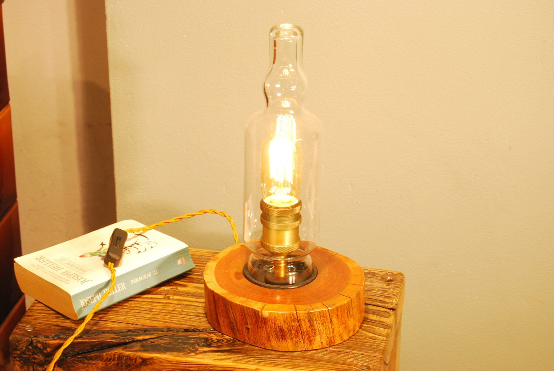 Lampe Auf Der Theke Tischlampe Aus Holz Und Glas Lampe Mit Kirsche Nachtlampe Aus Holz Edison Light Bulbs Light Bulb Decor